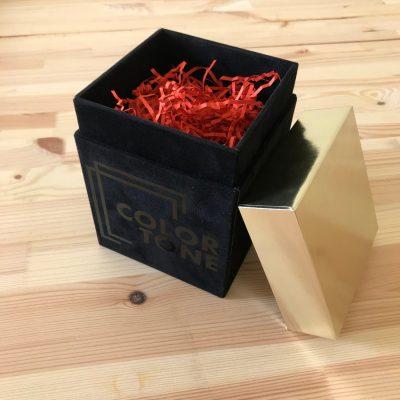 """Коробка """"двойное дно"""" (в открытом виде) с покрытием """"бархат"""", золотой крышкой и глянцевым нанесением"""